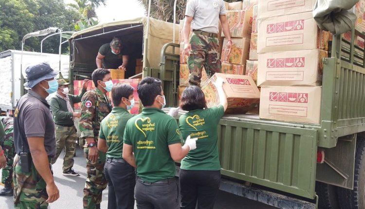 金界爱心捐十万美元粮食予金边市政府 齐心援助疫区受困家庭2