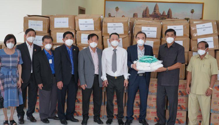 广东惠州市侨联携手柬华理事总会、林氏宗亲总会捐助防疫物资助力柬政府抗击疫情 (8)