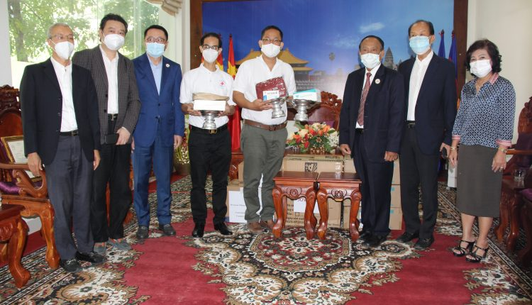 多个社团、企业向柬中友协捐赠防疫物资