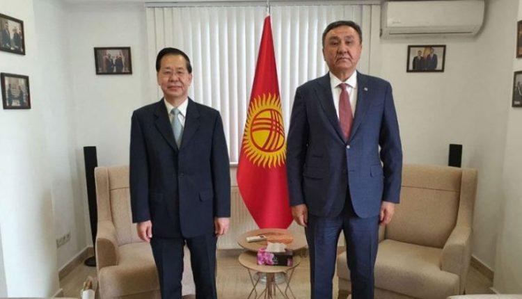 柬埔寨驻土耳其大使金兴棉与哈萨克斯坦驻土耳其大使Kubanychbek Omuraliev