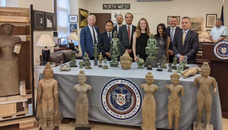 美国向柬埔寨归还27件走私文物 (2)