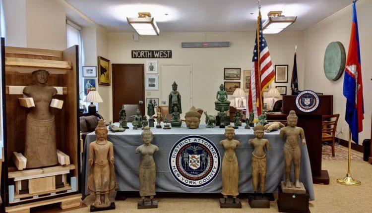 美国向柬埔寨归还27件走私文物 (3)