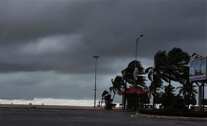 沿海地区面临洪水预警