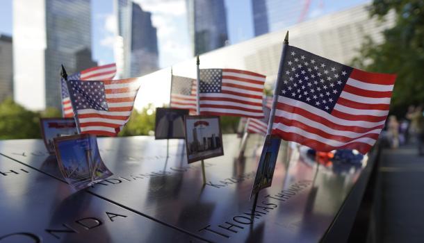 """美国多地举办活动纪念""""9·11""""事件20周年 纪念仪式默哀六次"""