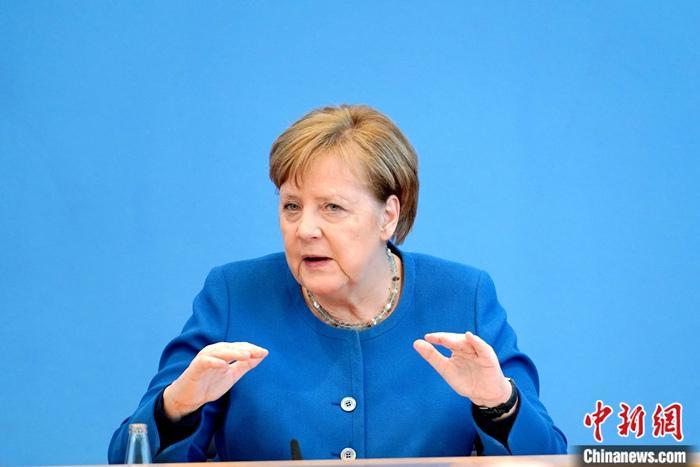 """默克尔告别访问时被波兰总统""""放鸽子"""",德媒怒了"""
