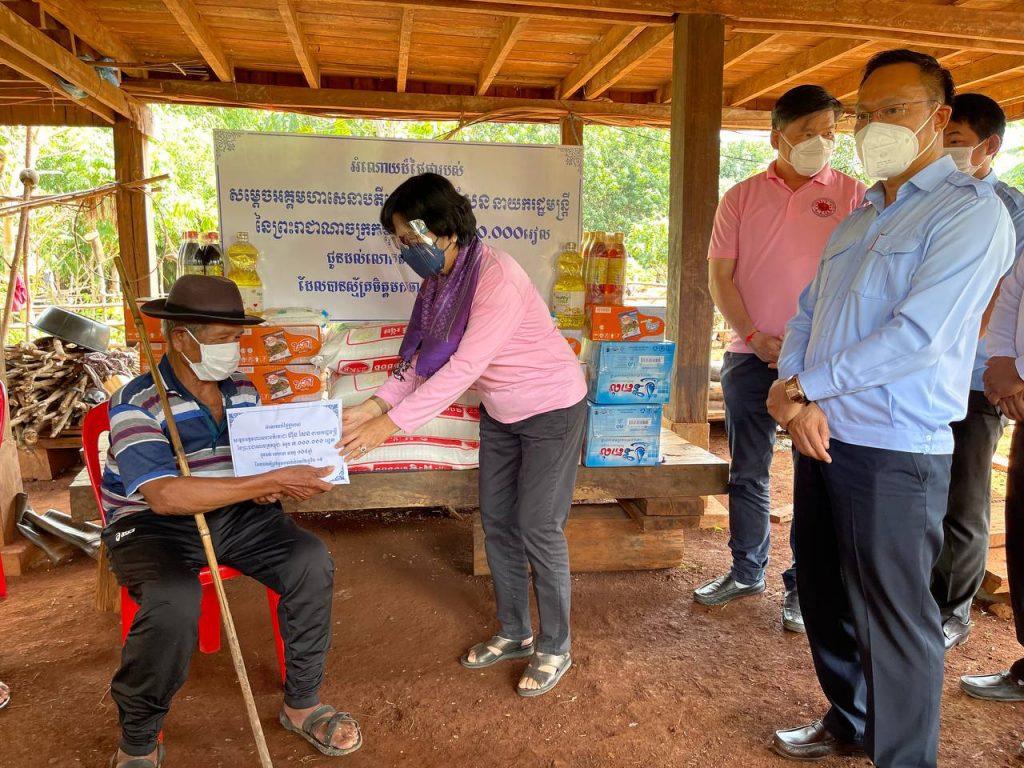 拉省4位百岁老人接种疫苗获奖励