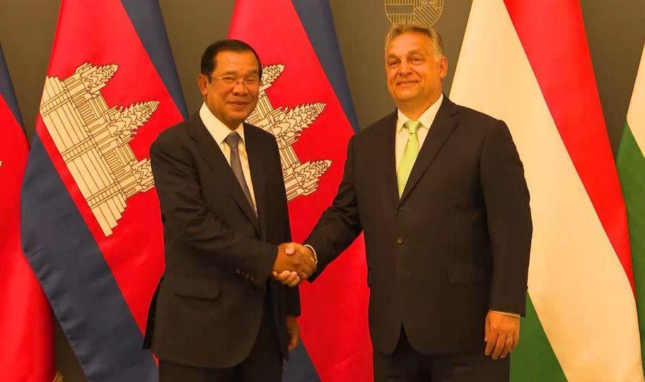 西哈莫尼国王、洪森总理致电祝贺柬匈建交65周年